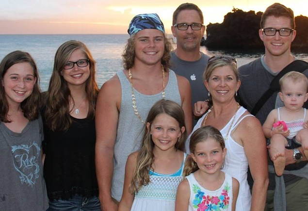 Keynote speaker Wes Schaeffer, The Sales Whisperer® and family in Hawaii
